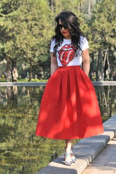 High street/low street full midi look. (Graphic tee mixed with retro/girly fabulousness. Fashion Mode, Girl Fashion, Fashion Dresses, Womens Fashion, Hipster Rock, Mode Outfits, Casual Outfits, Looks Style, My Style