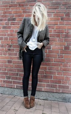 hair, blazer, necklace, jeans and shoes = ahhh-mazing Classy Girl, Mode Inspiration, I Love Fashion, Style Guides, Autumn Winter Fashion, Style Me, Personal Style, Bleach Blonde, Blonde Hair