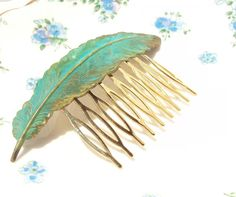 Large Verdigris Feather Hair Comb -.. on Luulla