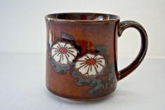 Vintage Daisy Coffee Mug, Glazed Brown Flower Mug $12 Click here for more vintage coffee mugs https://www.etsy.com/shop/MyOliviaVintage?ref=listing-shop2-all-items-count&search_query=mug #MyOliviaVintage