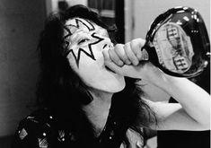 An Inside Look At The Bewildering Life Of Legendary Rocker Eddie Van Halen Heavy Metal Music, Heavy Metal Bands, Kiss Members, Peter Criss, Vintage Kiss, Kiss Pictures, Kiss Band, Live Picture, Eddie Van Halen