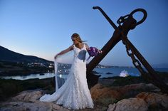 """Ρομαντικά νυφικά δαντέλα με ανοικτή πλάτη : """"d.sign by Dimitris Katselis"""" Real bride . Νυφικό από δαντέλα κυπούρ με έμφαση στην πολύ ανοικτή πλάτη ."""