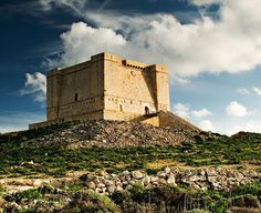 One tiny island with a great coastal tower. Comino was considered a pirate hideout. The name, Comino derives from an Arabic word, which means to hide ⛵️#gozo #visitgozo #travel #holiday #vacation #Malta #weather #summer #landscape #photo #photography #adventure #nature #instagood #beach #sky #island #discover #travelblogger #explore #love #hiking #bouldering #climbing #sports #activeholiday #kayaking #fishing #seascape #comino