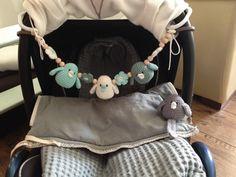 Wagenspanner / Maxi Cosi spanner met gehaakte vogeltjes en bloemetjes custom-made by Linda van goedgehaakt