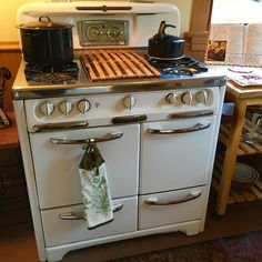 Such a cool working Wedgwood stove!