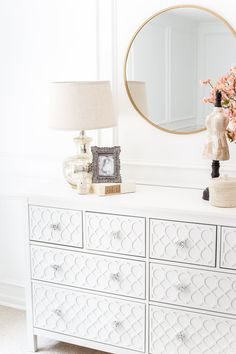 How to get a high-end carved detail look for less on a plain IKEA dresser using . - Home Decor -DIY - IKEA- Before After Ikea Furniture Hacks, Eco Furniture, Cheap Bedroom Furniture, Bedroom Furniture Makeover, Ikea Bedroom, Vintage Furniture, Furniture Companies, Luxury Furniture, Furniture Online