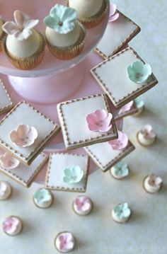 Blossom cookies & matching mini cupcakes