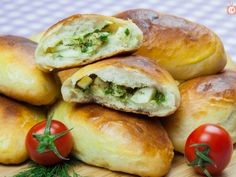 Gustos ca la bunica: Pateuri cu ou și ceapă verde! Hot Dog Buns, Bagel, Food And Drink, Cooking Recipes, Bread, Youtube, Green, Sweets, Chef Recipes