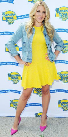 Busy Philipps lit up the Banana Boat event in a sunny yellow knit RVN flare dress, amping it up even further with a classic denim jacket, gold chandelier earrings, and fuchsia pumps.