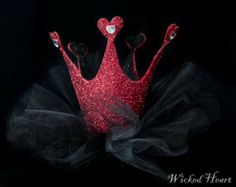 Queen Of Hearts Halloween Costume, Queen Costume, Holidays Halloween, Halloween Party, Halloween Costumes, Halloween 2017, Costume Hats, Cool Costumes, Tutu Costumes