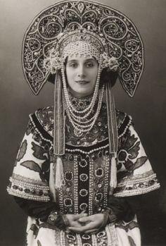 Ballerina Anna Pavlova wearing a Russian costume. Circa 1910 – 1911.