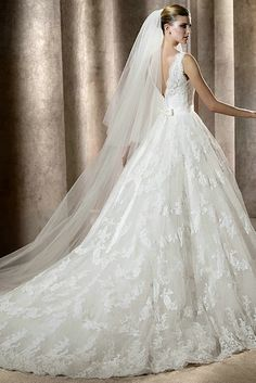I LOVE THIS DRESS :) Sexy V Neck Vintage Lace Ball Gown Wedding Gowns With Jeweled Band And Bowknot ---- US$ 389