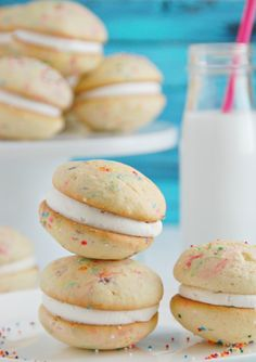 There is no better combination than Funfetti and whoopie pies. When you're looking for the perfect whoopie pie recipe to make for a party, this Funfetti Whoopie Pies Recipe should do just the trick. Cookie lovers can finally have their fill. Pie Recipes, Sweet Recipes, Baking Recipes, Cookie Recipes, Dessert Recipes, Vanilla Whoopie Pie Recipe, Cake Mix Whoopie Pies, Funfetti Kuchen, Funfetti Cake