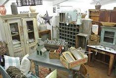 Αποτέλεσμα εικόνας για Ράφια και ξυλινα έπιπλα καταστημάτων μεταχειρισμένα