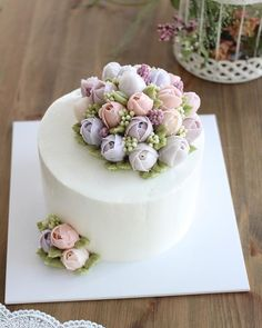 Tulips #flowercake #flowercakeclass #mydearcake #mydear #korea #wilton #wiltoncake #birthdaycake #bakingclass #buttercream #baking #cake #flower