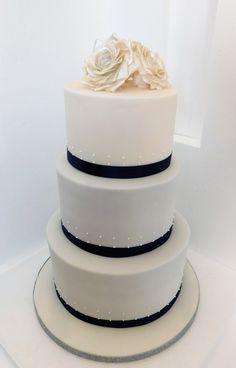 White and blue wedding cake Beautiful Cakes, Amazing Cakes, Wedding Collage, Candy Cakes, Cake Stuff, Specialty Cakes, Cakes And More, Blue Wedding, Cake Designs