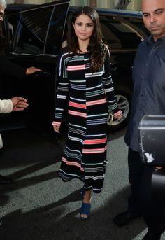 Selena Gomez en robe Kenzo de la collection automne-hiver 2015-2016 à New York http://www.vogue.fr/mode/inspirations/diaporama/les-looks-de-la-semaine-octobre-2015/23086#selena-gomez-en-robe-kenzo-de-la-collection-automne-hiver-2015-2016-new-york