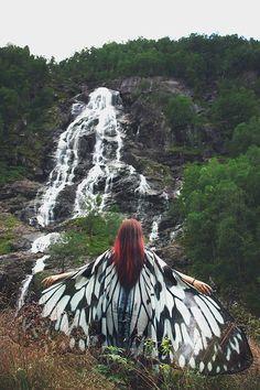 Schmetterling Flügel Nymphe Cape Hochzeit weiße und schwarze Kap Fantasy Vegan Seiden chiffon Mantel Tanz Flügel Kostüm Braut Hochzeit gothic lolita