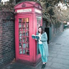 Here are 10 more beautiful instagram accounts for book lovers, including me, what's hot blog in this picture! This is the telephone box library in Lewisham, a great place to check out in London!