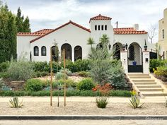 Rent Beautiful Spanish Revival home on HUGE lot! House (residential) for film/photoshoot in Los Angeles, CA, 90019 Spanish Style Decor, Spanish Style Homes, Spanish House, Spanish Mansion, Hacienda Style Homes, Mission Style Homes, Mediterranean Homes Exterior, Mediterranean Home Decor, Tuscan Homes