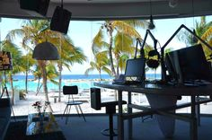 Studio Dolfijn FM Curacao
