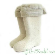 Women's white woolen winter boots with fur