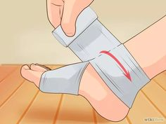 Imagen titulada Wrap an Ankle Step 3