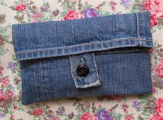 ❥ Denim Jeans Mini Purse! I'd acid wash the denim material, and possibly add studs. #DIY