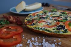 Recept na snídaňovou pizzu • CukrFree.cz Vegetable Pizza, Feta, Paleo, Low Carb, Vegetables, Beach Wrap, Vegetable Recipes, Veggies, Paleo Food