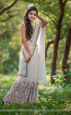 Beautiful Girl Indian, Beautiful Saree, Beautiful Indian Actress, Beautiful Dresses, Beautiful Women, Crepe Saree, Chiffon Saree, Silk Crepe, South Indian Bride