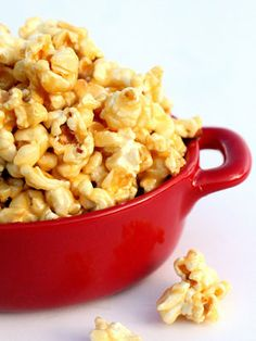 12 Creative Popcorn Recipes Soft Carmel Popcorn, Funfetti popcorn, and more! :)