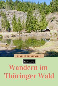 Wandern im Thüringer Wald. Wandern zum Bergsee an der Ebertswiese