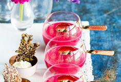 Punainen maa-artisokkakeitto Punch Bowls, Alcoholic Drinks, Wine, Glass, Soups, Food, Alcoholic Beverages, Chowders, Drinkware
