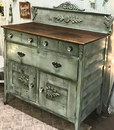 This piece SOLD tonight!! It was the most fun to work on and is probably my favorite so I couldn't be more excited about who it went home with!!! Now it's time to start on a new piece! :) #ladonsrecreations #farmhouse308 #dixiebellepaint #dixiebellepaintcompany