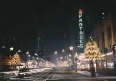 Hollywood Boulevard, Christmas, - so cool to see what it use to look like. Vintage Hollywood, In Hollywood, Hollywood California, Old Photos, Vintage Photos, Vintage Photographs, Dark City, Hollywood Boulevard, Los Angeles California