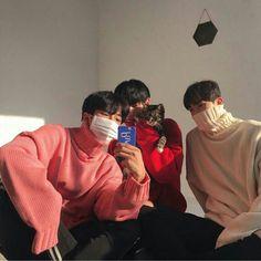 Best 42 Friendship Quotes with Images Korean Boys Ulzzang, Ulzzang Couple, Ulzzang Boy, Korean Girl, Poses, Bff, Parejas Goals Tumblr, Korean Best Friends, Boy Squad