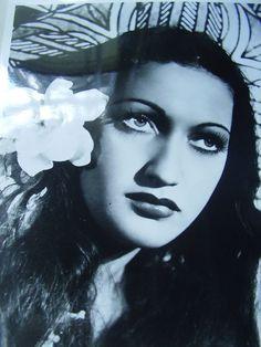 Vintage 1930s, 40s Dorothy Lamour Movie Star Glossy Promotional Studio Photo
