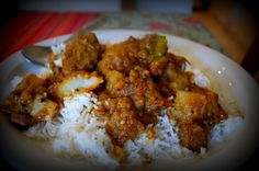 Bengali mutton curry (Mutton kasha) 700 grams goat meat (mutton or pathar mangsho) 2 red onion (medium size) 1 1/2 tablespoon garlic paste 1 teaspoon turmeric powder 1 tablespoon salt 2 tomatoes 5 green chili (cut vertically) 1 1/2 tablespoon curd 1/2 tablespoon red chili powder 2 potato (medium size) 2 teaspoon garam masala 1 cinnamon stick (dalchini) 4 cardamom (green elaichi) 5 cloves (laung) 4 tablespoon mustard oil or cooking oil (preferably mustard oil) 1 tablespoon ghee