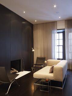 Modern interior design by West Chin Architects