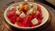 Siitä ihanan kevyt, mutta täynnä makua oleva salaatti! #poppamies #savustus #grillaus #maustaminen #ruoka #ruuanlaitto #mauste #vesimeloni #vesimelonifeta #salaatti #kesäsalaatti #feta Feta, Fruit Salad, Dairy, Cheese, Fruit Salads