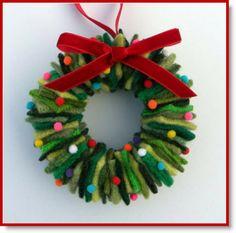 Creative Ideas for DIY Wreaths - Christmas T Shirt - Ideas of Christmas T Shirt - wool fabric wreath ornament Diy Xmas, Christmas Projects, Handmade Christmas, Holiday Crafts, Christmas Ideas, Felt Christmas Decorations, Felt Christmas Ornaments, Christmas Sweaters, Christmas Wreaths
