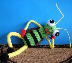 Hey, diesen tollen Etsy-Artikel fand ich bei https://www.etsy.com/de/listing/58095770/chris-cricket-pdf-crochet-pattern