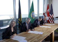 Climate change pact signed by California, Oregon, Washington and British Columbia - San Jose Mercury News  Finally, a bit of good news.