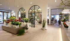 Zubini floralist store by Flussocreativo, Gussago – Italy===interesting application of interior walls.