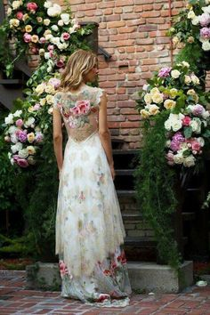 Bold Boho: Embroidered Bridal Gowns with Colorful Flowers – Wedding Gown Beautiful Gowns, Beautiful Outfits, Boho Beautiful, Bridal Gowns, Wedding Gowns, Tulle Wedding, Wedding Skirt, Boho Wedding, Spring Wedding