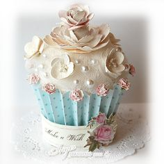 3D Cupcake and a Gift Tag. Paper crafts made by Inger Harding