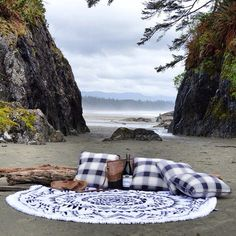 The perfect platform for this upcoming sun filled weekend on Vancouver Island. Can anyone tell us where this picture was taken? #tofino #tofinotowelco #westcoastroundtowel #pnw #vancouverisland #outdoorliving #beach