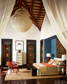 While glittering living rooms and blinding entryways are often the rule, Luxury Master Bedroom interior design is more restrained. Bedroom Colors, Bedroom Decor, Bedroom Themes, Bedroom Ideas, Interior And Exterior, Interior Design, Asian Interior, Decoration Originale, Elle Decor