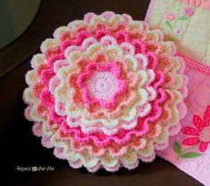 Flower Pillow Free Crochet Pattern | Free Crochet Patterns Quick Crochet, Crochet Fall, Crochet Home, Crochet Gifts, Free Crochet, Knit Crochet, Crochet Pillow Patterns Free, Crochet Flower Patterns, Crochet Flowers
