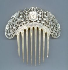 1850 Mother-of-pearl hair comb.
